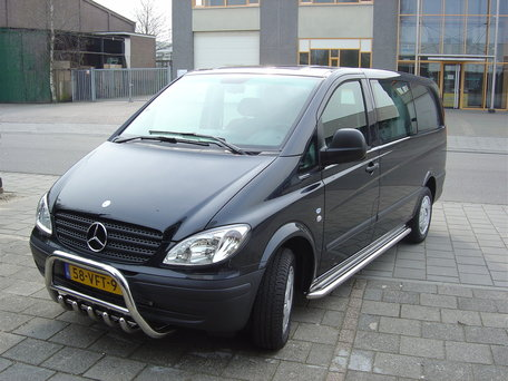 Mercedes Vito / Viano L3 (334 WB) sidebars 60 mm met RVS trede