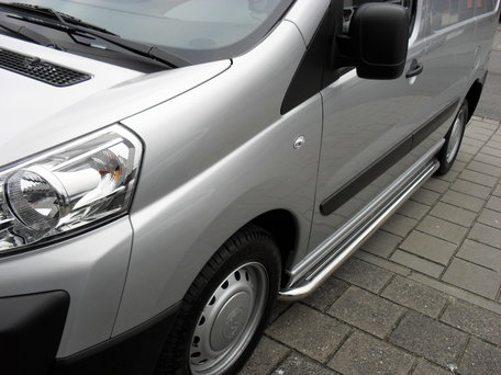 Toyota Pro Ace Sidebars buis 60 mm met RVS trede L1