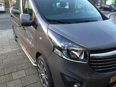 Renault Trafic 2014+ L2 sidebars 60 mm met RVS trede
